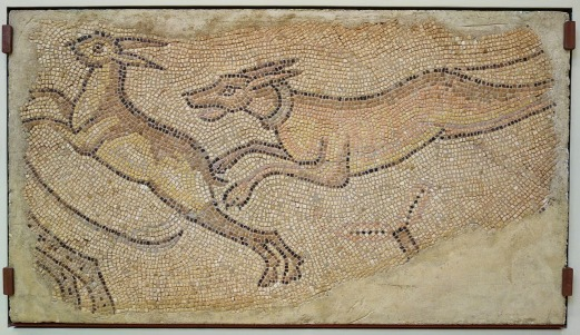 Mosaic_of_Dog_Chasing_a_Rabbit,_Roman,_Homs,_Syria,_450-462_AD,_polychrome_marble_tesserae_-_Chazen_Museum_Daderot